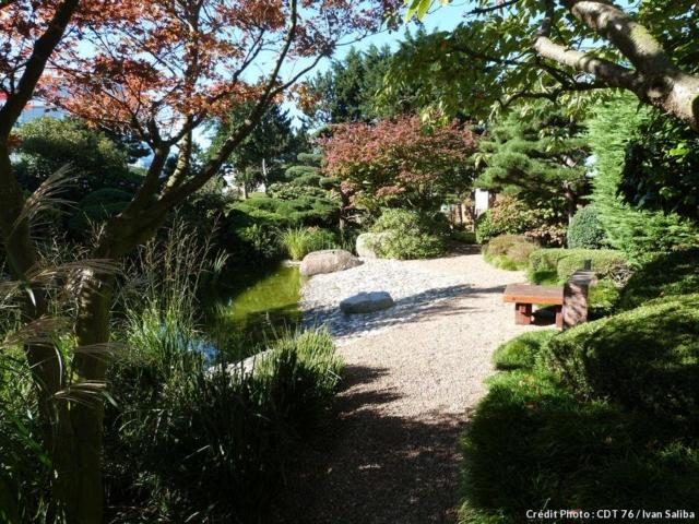 Ce jardin clos créé en 1993 par Yasuko Miyamae et Samuel Craquelin afin de sceller le jumelage entre les ports d'Osaka et du Havre